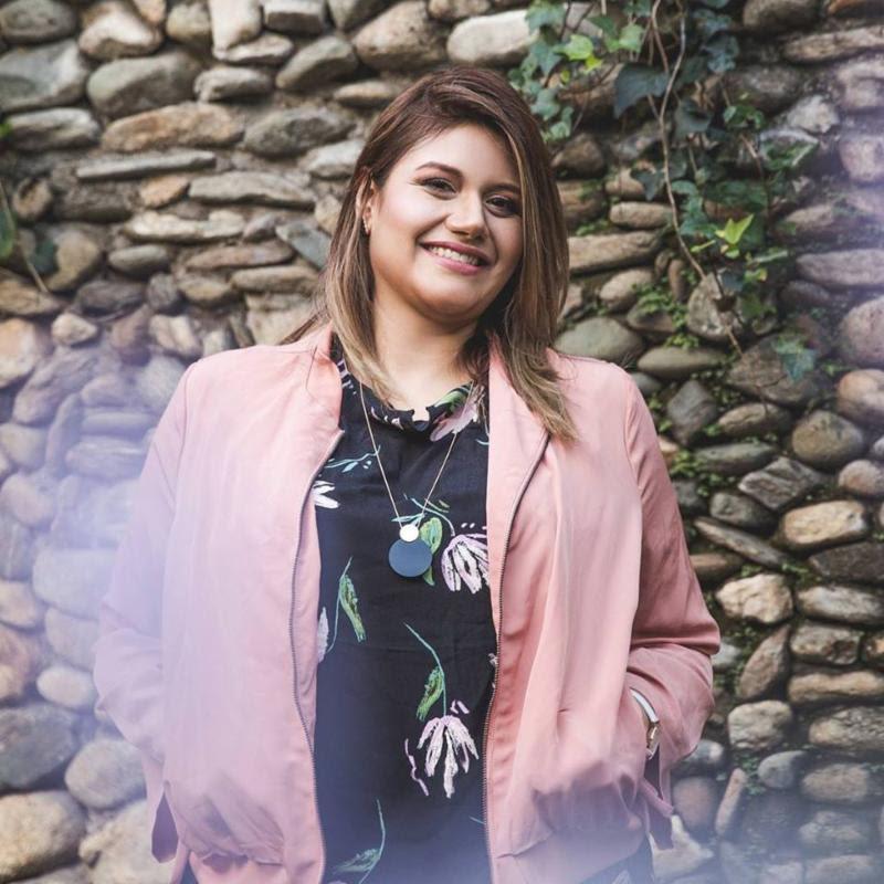 Marcela Gandara lo entrega todo en nuevo sencillo, «Cerca Estás»
