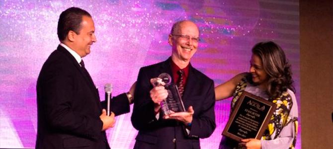Stan Jeter es homenajeado durante la V Entrega del Premio Águila