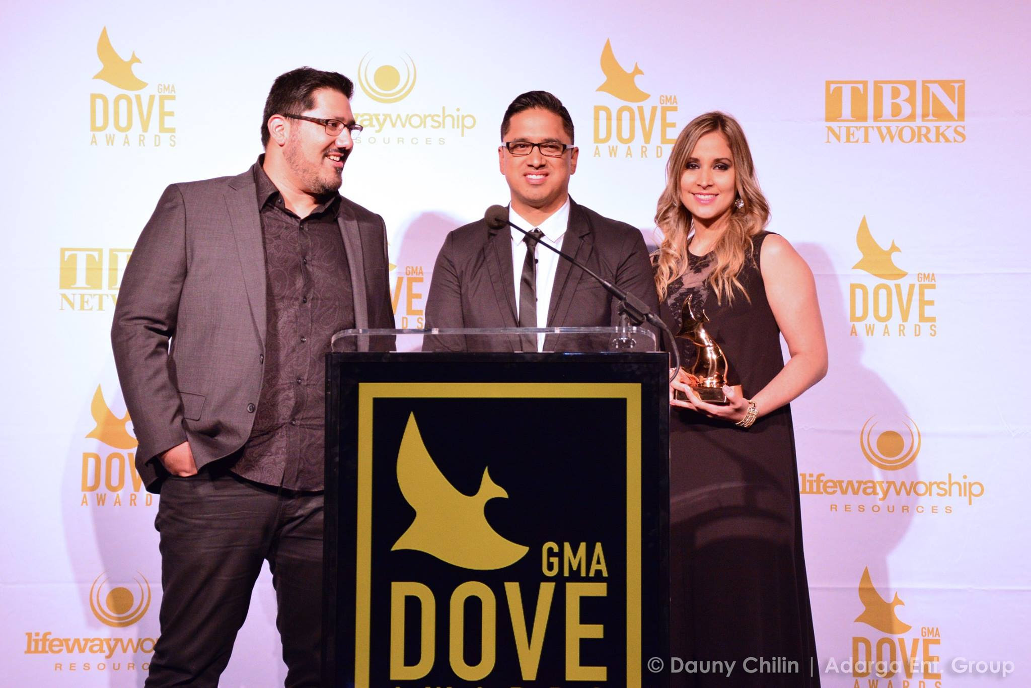 Miel San Marcos recibe el Dove Award otorgado por la Asociacion de Musica Gospel Music Association