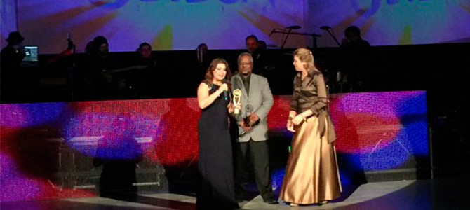 Marie Tamayo-Griffin recibe un reconocimiento en Los Premios Galardón
